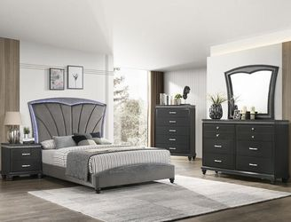 **BRAND NEW** FRAMPTON BEDROOM GROUP B4790 for Sale in Long Beach,  CA