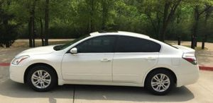 intermittent 2010 Nissan Altima S brilliant lush for Sale in Birmingham, AL