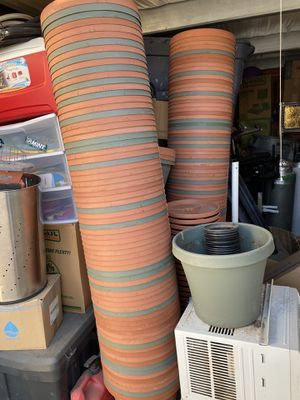 Planting pots and plant saucers *MAKE OFFER* for Sale in Fresno, CA