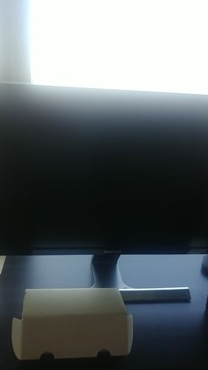 Samsung 4K tv/pc computer monitor 28 inch for Sale in Daly City, CA