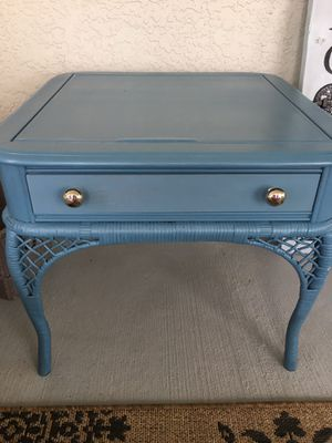 Patio side table for Sale in Lehigh Acres, FL