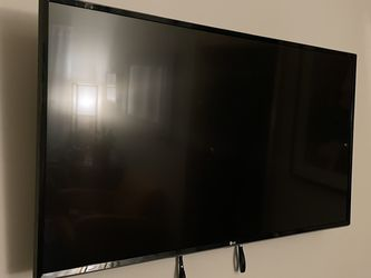 TV + wall mount for Sale in Brooklyn,  NY