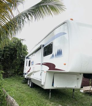 Rv (2005 ) cardinal 30 ft Fifth wheel Great condition for Sale in Miami Gardens, FL