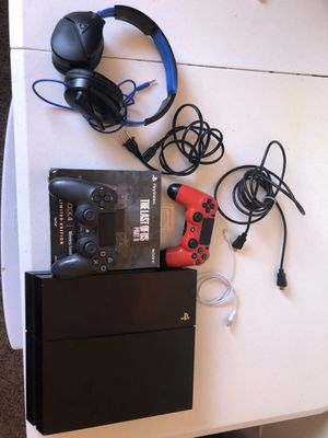 Ps4 + 2 controllers + headset for Sale in Rancho Palos Verdes, CA
