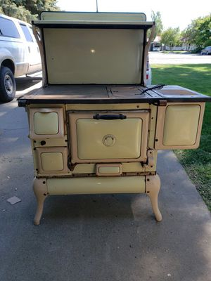 Antique Wood Burning Cook Stove Eurecka for Sale in Kennewick, WA
