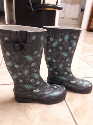 RAIN BOOTS SIZE for Sale in Tampa, FL
