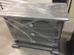 Three Drawers dresser for Sale in Hialeah, FL