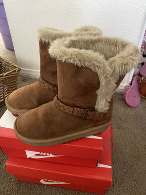 Little girl Children's Place fur boots for Sale in Fontana, CA