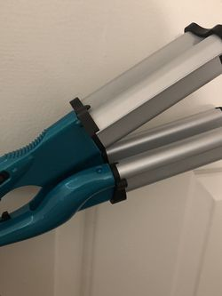 Bed Head Wave Curler for Sale in Kent,  WA