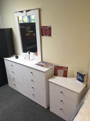 White dresser with nightstand for Sale in Santa Monica, CA