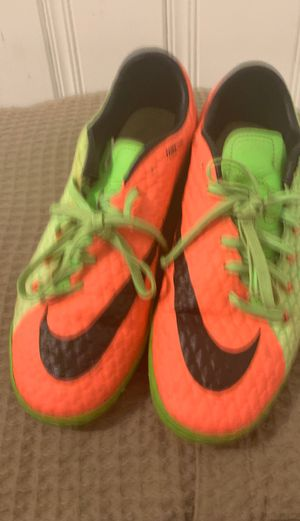 hypervenom indoor shoes//size 9 for Sale in Chicago, IL