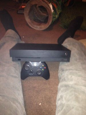 xbox 1 x comes with game and controler for Sale in Camas, WA