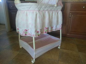 Babe bassinet for Sale in Moriarty,  NM