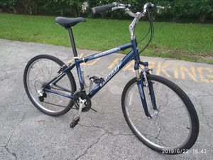 26 inches tires Specilized expedition bicycle. The frame is 13 inches. for Sale in Pompano Beach, FL