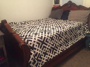 queen size bed frame for Sale in Clarksville, TN