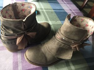 Girls Ankle Boots size2-1/2 for Sale in Sunbury, PA