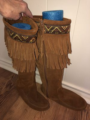 Minnetonka Suede Boots size 6 for Sale in Lubbock, TX