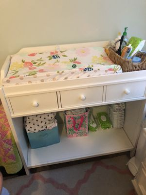 Pottery barn diaper changing table for Sale in Palm Beach Gardens, FL