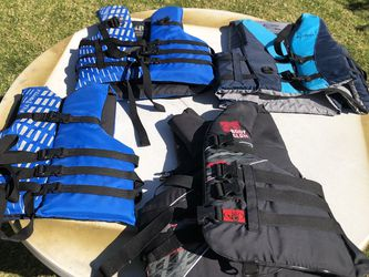 Body Glove Life Jackets Vest Great Condition Blue Grey Black for Sale in Anaheim,  CA