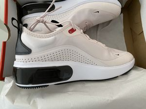 Women's NIKE AIR MAX Size 8.5 Brand New for Sale in Los Angeles, CA