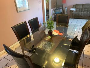 Dining table for Sale in Lynwood, CA