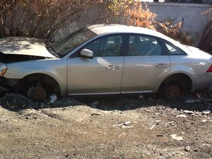 2006 Ford Five Hundred-gold PARTS for Sale in Philadelphia, PA