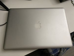 2011 apple MacBook Pro needs new battery for Sale in Miami Lakes, FL