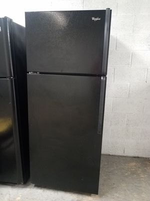 """TOP FREEZER BLACK WHIRLPOOL REFRIGERATOR 30""""W X 66H🏡WE DELIVER for Sale in South Gate, CA"""