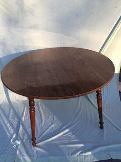 """Ethan Allen Heirloom Nutmeg Maple 42"""" Round Dining/Kitchen Table for Sale in Davenport,  IA"""