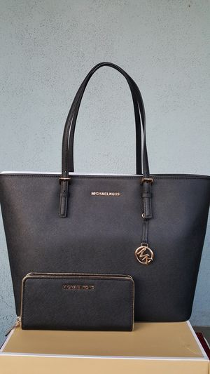 New Authentic Michael Kors Large Tote With A Large Wallet 🎁🎁🎁🎁 for Sale in Pico Rivera, CA