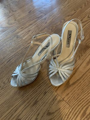 Silver glittery heels size 7.5 for Sale in Lake Forest, IL