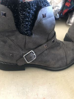 mia kids girl boots size 5 for Sale in Huntington Park, CA