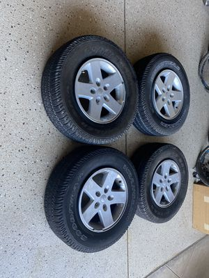 255 75 R 17 tires and free wheels for Jeep Wrangler for Sale in Chula Vista, CA
