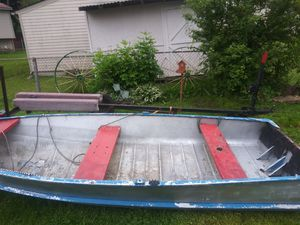 15 ft aluminum fishing boat for Sale in Romulus, MI