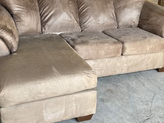 SECTIONAL SOFA (free Delivery ) for Sale in Milwaukie,  OR