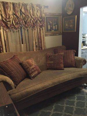American Signature couch for Sale in Jacksonville, FL