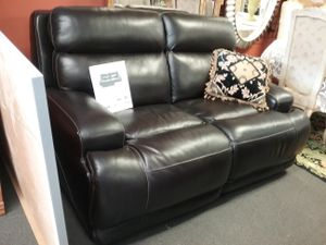 Leather Reclining Love Seat (electric) $1395 for Sale in Warminster, PA