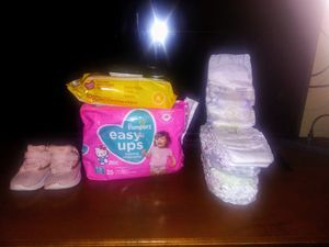 wipes 🌼pampers 😇tenis for Sale in Stockton, CA