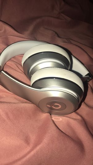 Wireless beats by Dre (with case) for Sale in Miami Gardens, FL