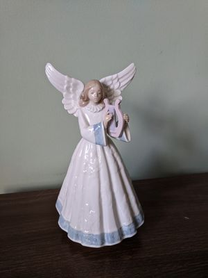 "Lladro Porcelain Figurine Angel Navidad ""Heavenly Harpist"" Tree Topper for Sale in Chicago, IL"