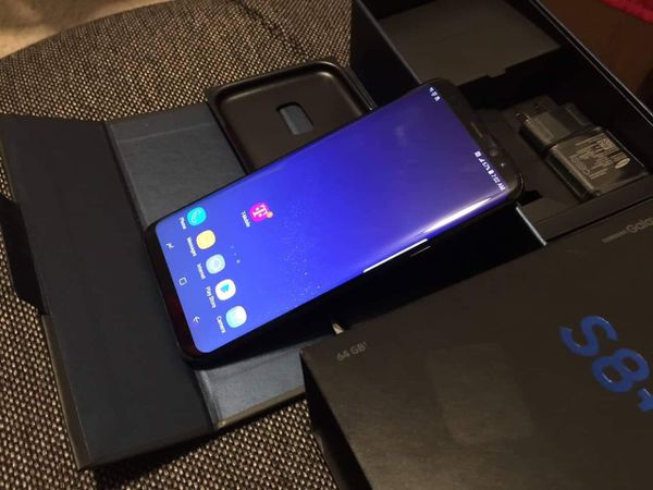 Samsung galaxy s8 plus- just like new with accessories + clean IMEI