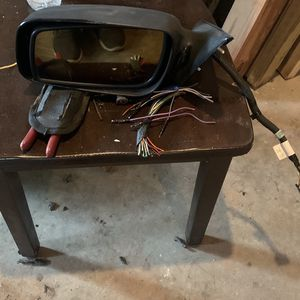 Lincoln 2003LS car partsDriver side mirror set a tail lights gear shifters windshield wiper blades brand new for Sale in Pleasant Hill, IA