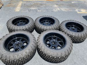 "JEEP WRANGLER 37"" Tires 22"" wheels for Sale in North Miami, FL"