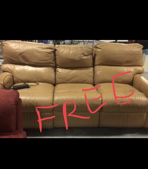 Free leather Couch for Sale in Montebello, CA