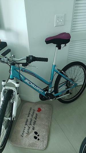 Bike schwinn castle rock for Sale in Miami, FL