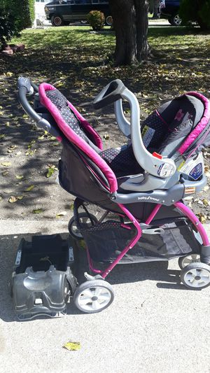 Hello kitty carseat and stroller combo for Sale in Arlington, TX