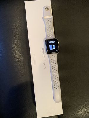 APPLES WATCH SERIES 2 (Mint Condition) for Sale in Philadelphia, PA