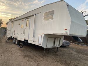 2001 Champion Fifth Wheel/ Toyhauler 35 FT With Slideout! for Sale in Corona, CA
