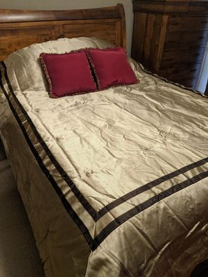 Queen comforter set - Crosshill for Sale in Lemont, IL