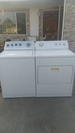 Whirlpool. Washer and dryer gas set for Sale in Bakersfield, CA